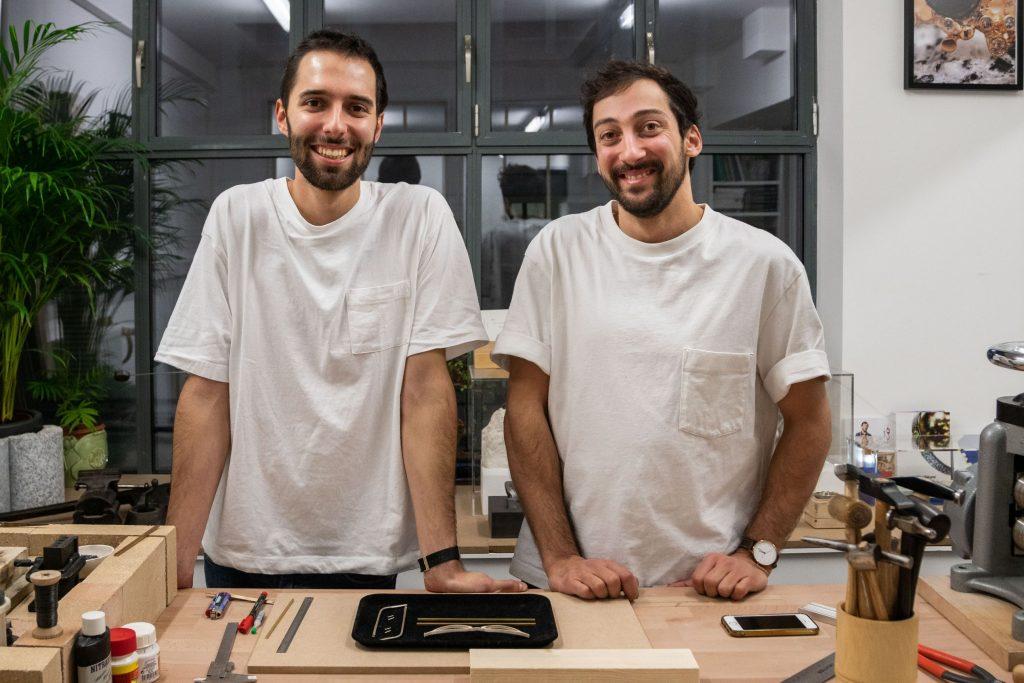 Maxime Bellaunay et Karl Mazlo lancent un atelier de création de lunettes en bois et métal
