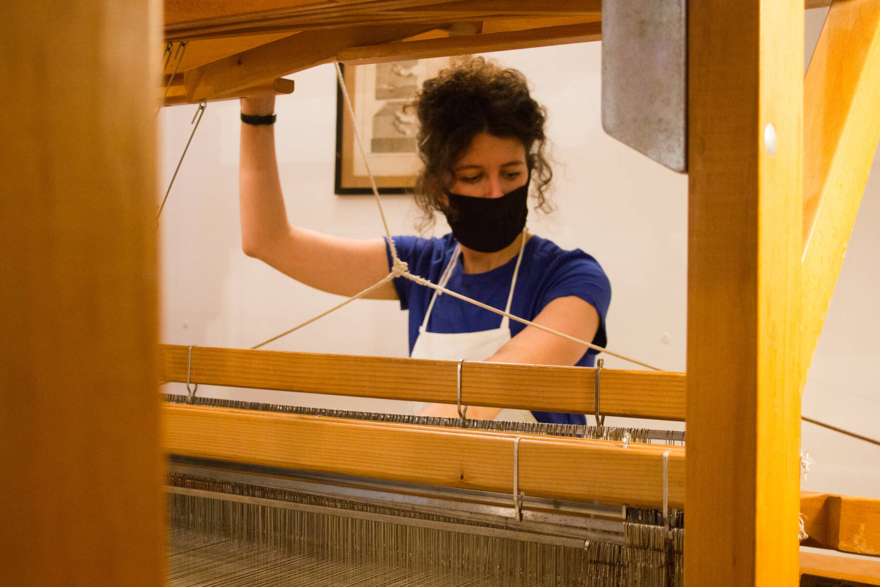 Tannyna Kowalski dans l'atelier de Sylvie Johnson