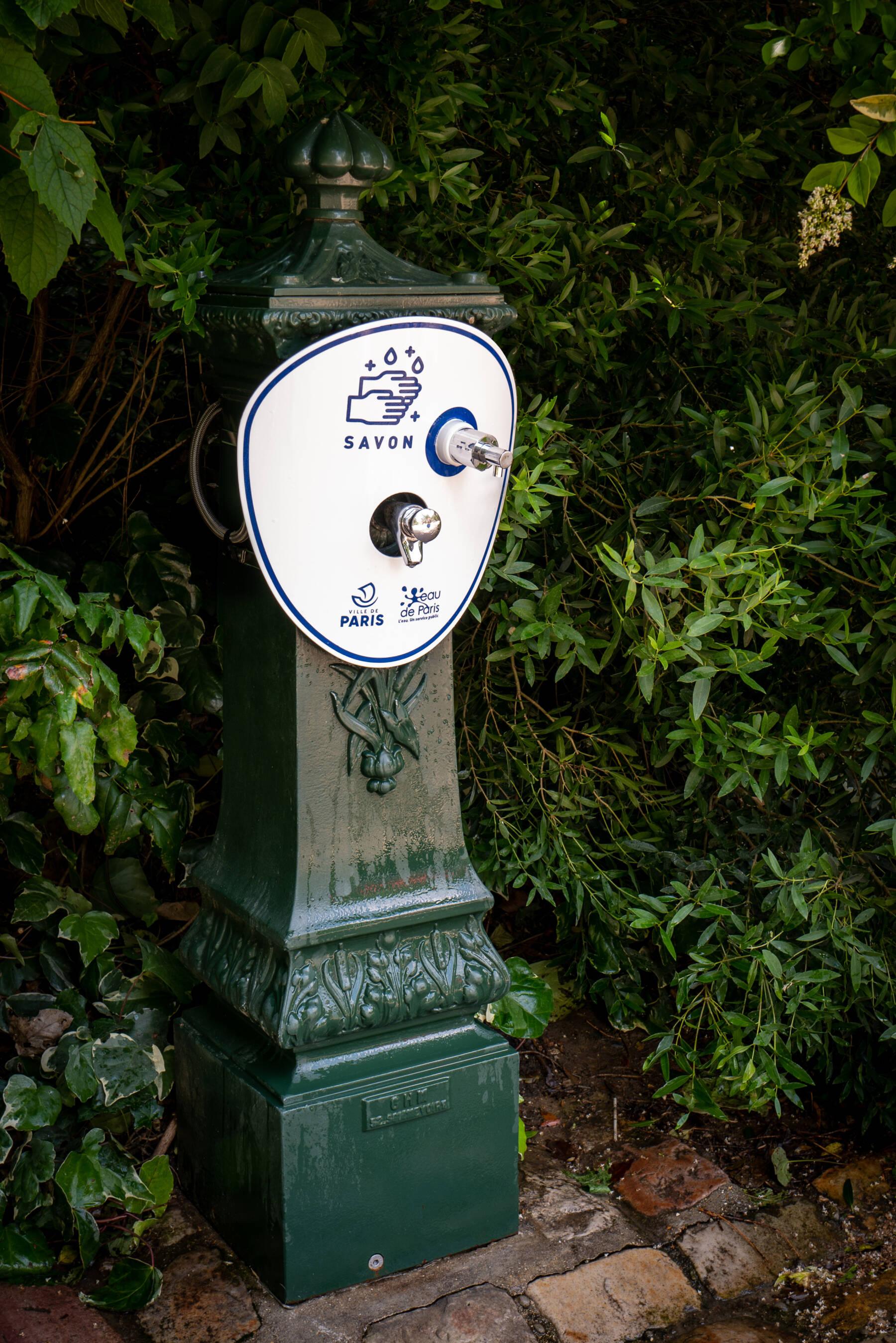 Distributeur de savon public © Laurent Teyssier Collectif CLEF